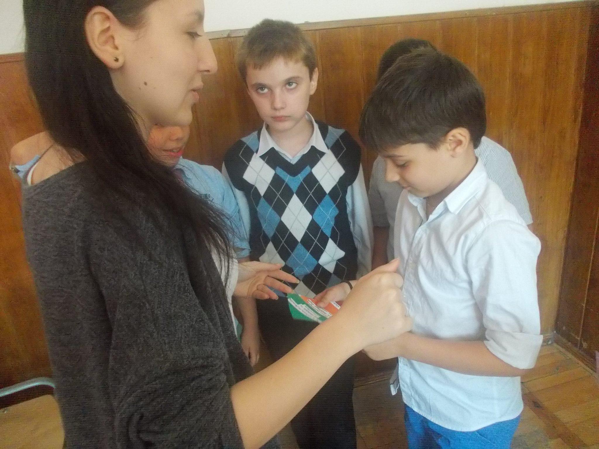 8 ECHIPA 3 – clasa a-IX-a C – Colegiul National Mihai Eminescu